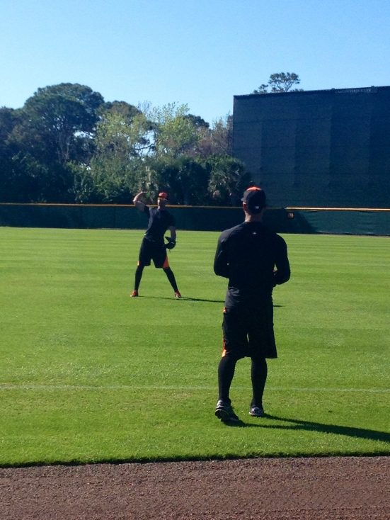Henry Urrutia and Alexi Casilla throwing